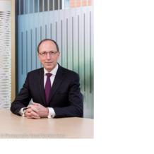 Still independent, the Luxembourg Stock Exchange (LSE) sets innovation as a strategy. Interview with its president: Robert Scharfe.