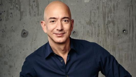 With a personal fortune estimated at 110 billion dollars in 2017, Jeff Bezos is, at the age of 54, the world's richest man. And that sum should increase markedly between now and the end of the year, as this summer the company he founded crossed the trillion dollar market capitalization mark.